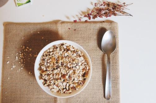 Añade en un bol los frutos secos